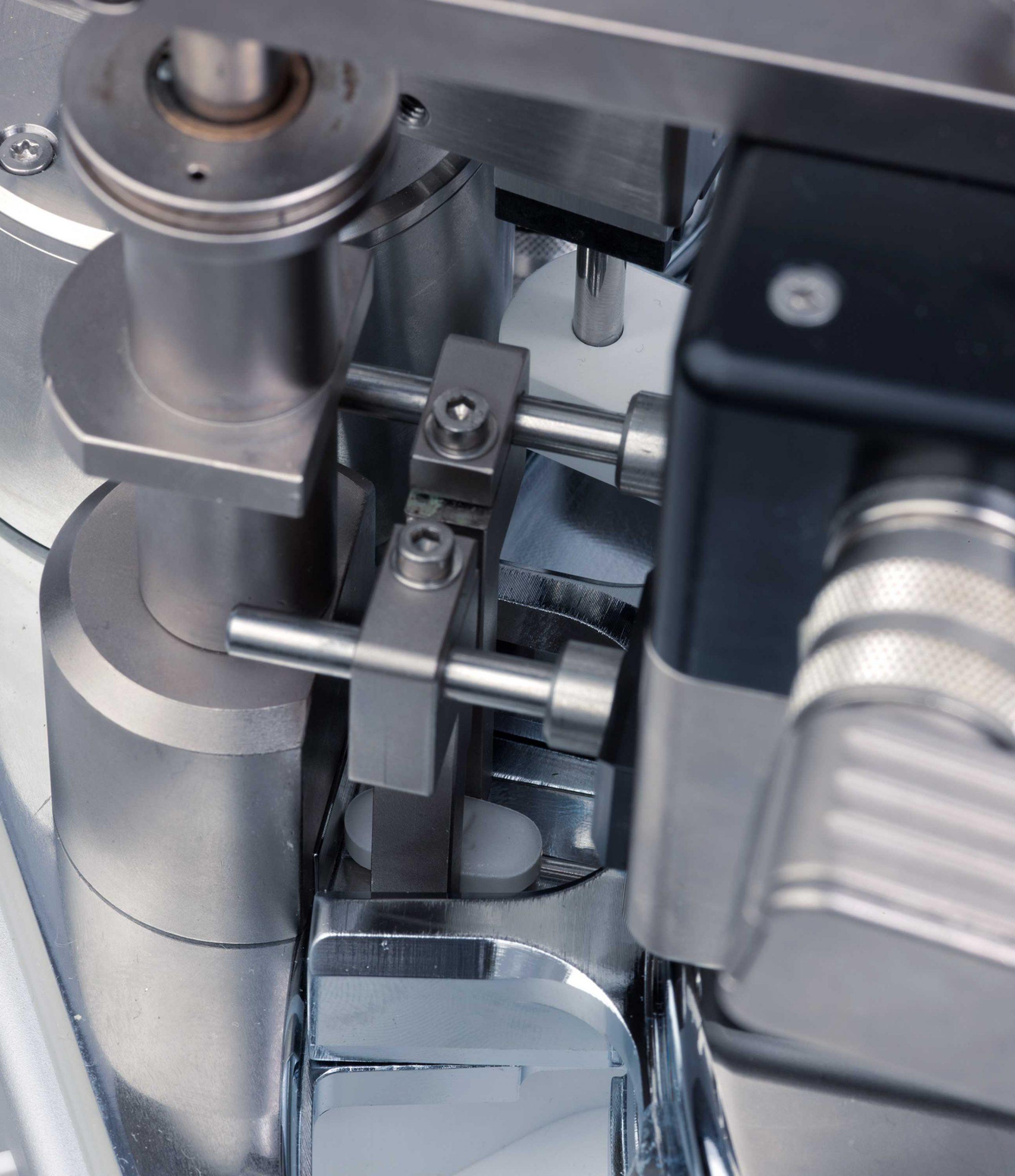Zentrier- und Messeinheit für oblongförmige Tabletten, Kraemer Elektronik GmbH